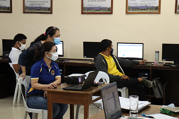 Catanduanes State U conducts faculty training on Online learning management system